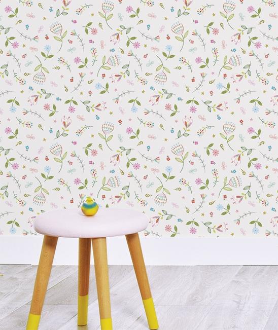 l de papier peint fleurs liberty pour d corer les murs des chambre de petites filles. Black Bedroom Furniture Sets. Home Design Ideas