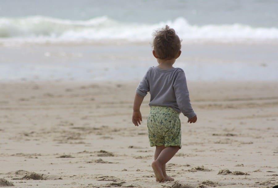 photo bébé et la plage