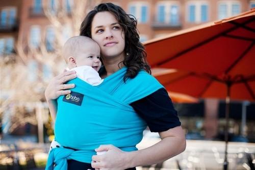 Comment habiller mon bébé dans l écharpe de portage   f8c07eb3159